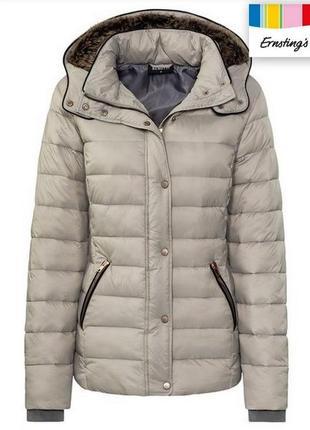 Теплая и легкая курточка из германии.