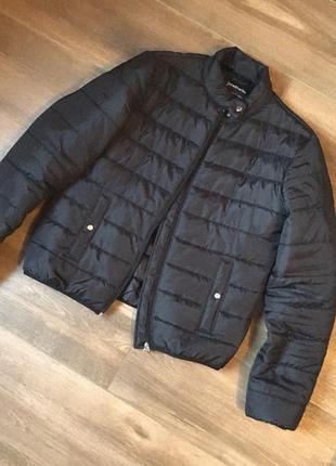 Класна сучасна і стильна курточка