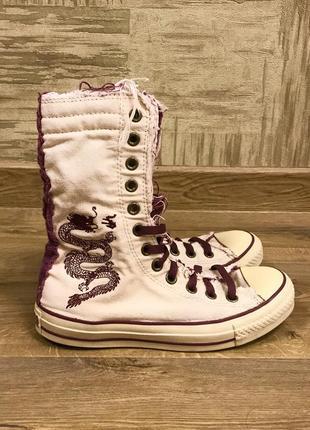 Светлые белые с фиолетовым высокие кеды конверсы