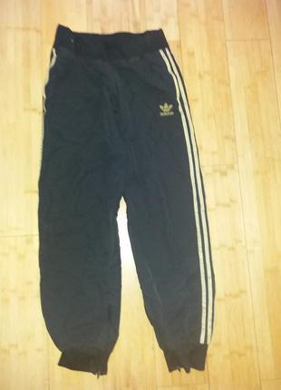 Фирменные спортивные штаны adidas