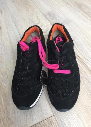 Срочно!!! замшевые кроссовки promod