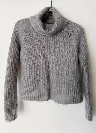 Мохеровый свитер с горловиной