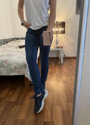 Джинсы с высокой талией на высокую девушку