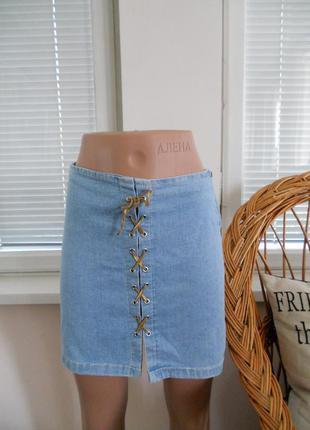 Джинсовая юбочка со шнуровкой