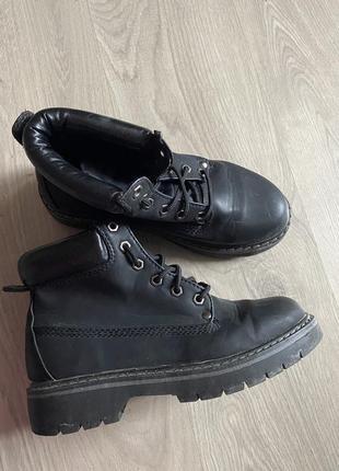 Клёвые чёрные ботинки из эко кожи