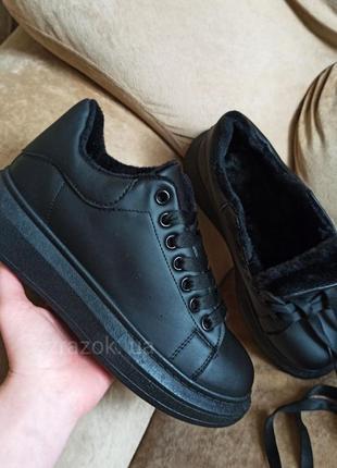 Черные зимние эко кожаные теплые кроссовки в стиле mcqueen