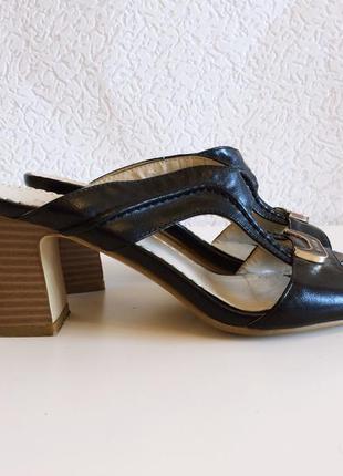 Удобные шлепанцы босоножки 37 размер, средний каблук