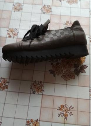 Стильные кожаные криперы туфли 37-37,5 р