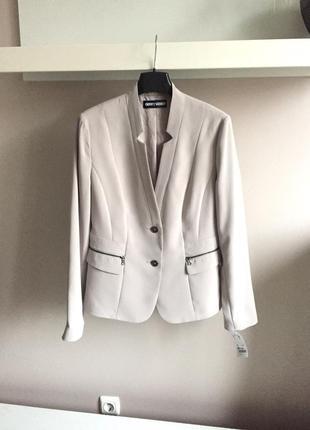 Элегантный,светлый пиджак