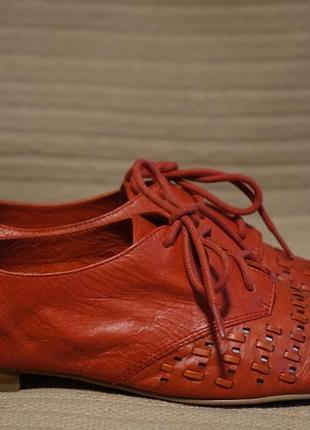 Деликатные перфорированные кожаные туфли кораллового цвета hinge англия 36 р.