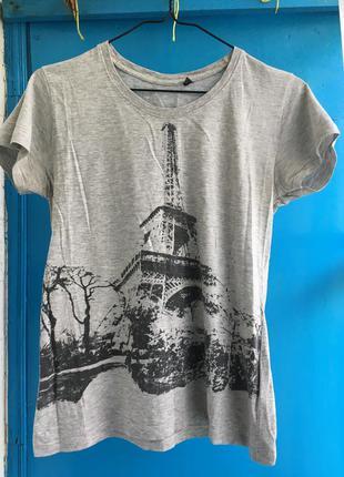 Серая футболка с эйфелевой башней
