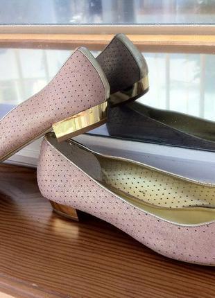 Модные туфли пудрового цвета на золотом каблучке . балетки . босоножки .