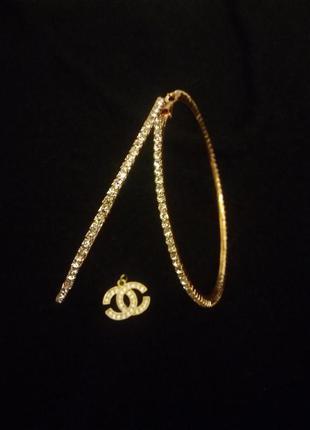 Стильные золотые серьги кольца с кристаллами  swarovski.