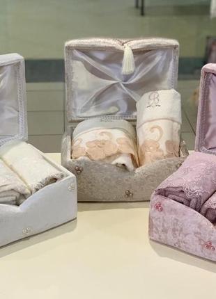 Набор полотенец в сундуке