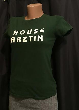 Зеленая изумрудная базовая футболка . футболка для спорта
