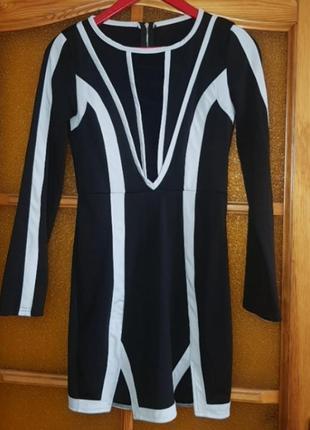 Чёрное платье с длинными рукавами