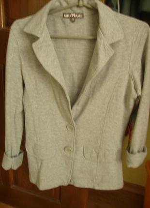 Серый трикотажный молодежный пиджачок.
