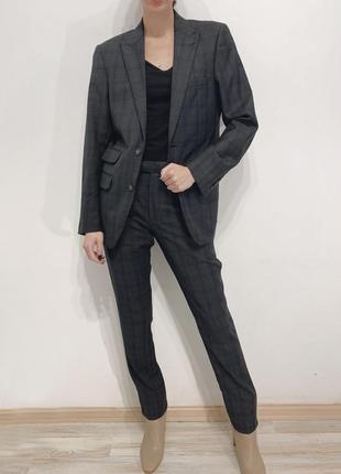 Серый брючный костюм в клеточку {пиджак и брюки}