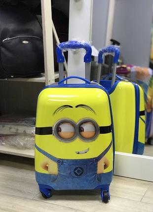 Уценка! детский пластиковый чемодан с миньйоном