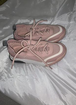 Кроссовки zara розовые в отличном состоянии