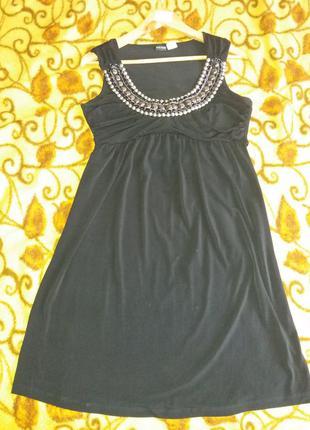 Платье легенькое коктейльное.