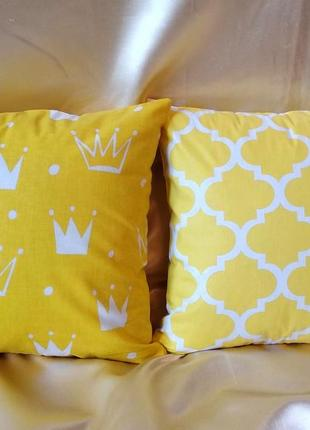 Комплект желтых наволочек с коронами и узорами марокко 35*35 см