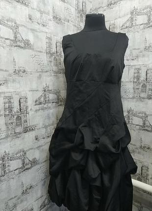 Черное платье с красивой юбкой и красивой спиной