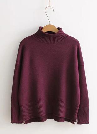 Стильный трикотажный однотонный свитер джемпер с стойкой-воротником