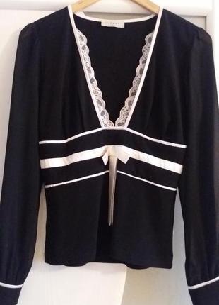 Красивая черная блузка кофта с отделкой белым кружевом и крепдешиновыми рукавами франция.