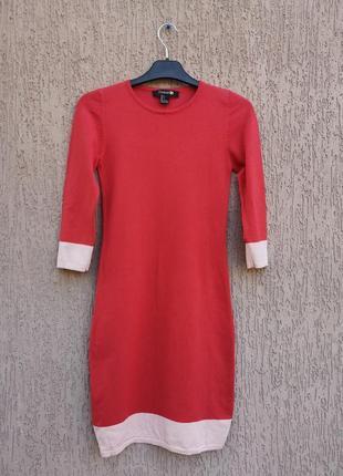 Тёплое коралловое трикотажное платье по фигуре forever 212 фото