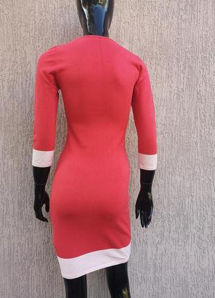 Тёплое коралловое трикотажное платье по фигуре forever 214 фото
