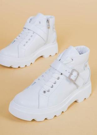 Белого цвета спортивные ботинки натуральная кожа - ботинки белого цвета