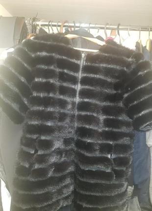 Норковая жилетка с кожаными вставками
