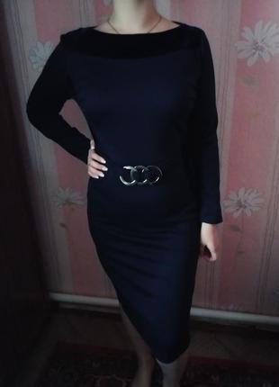 Трикотажное платье с велюровыми вставками