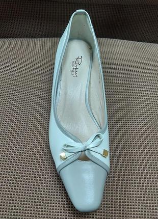 Классические элегантные туфли