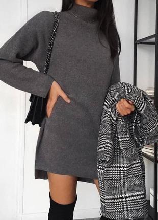 Теплое женское платье с высоким горлом