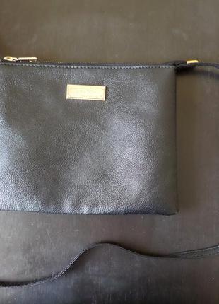 Черная сумочка через плечо mango