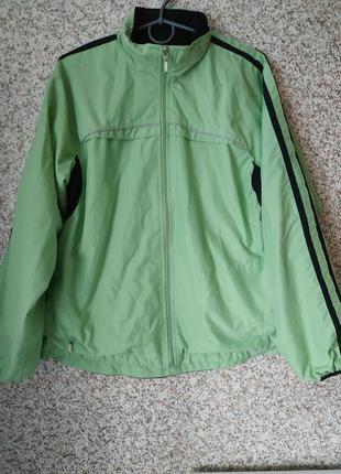 Куртка-ветровка.