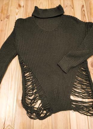 Трендовый рваный итальянский свитер с чокером хаки