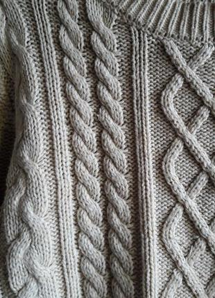 Бежевый свитер