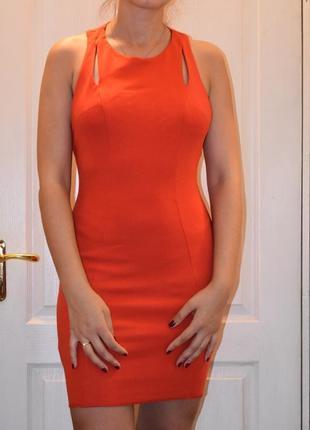 Платье яркой и сочной расцветки