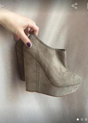 Замшевые ботиночки красивого цвета)