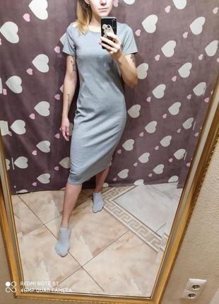 Платье миди серое по фигуре