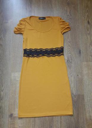 Секси платье с гипюровой лентой на талии