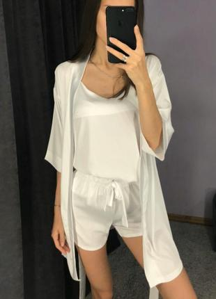 Шелковая белая пижама майка и шорты с халатом, піжама