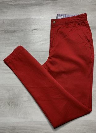 Яскраві червоні штани від tommy hilfiger