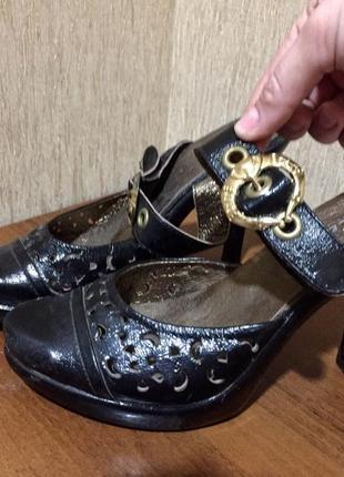 Распродажа женской обуви! красивые босоножки на застежке