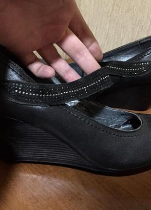 Распродажа женской обуви! красивые замшевые туфли на танкетке