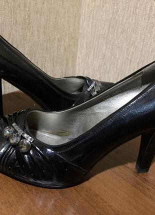 Распродажа женской обуви! красивые закрытые туфли
