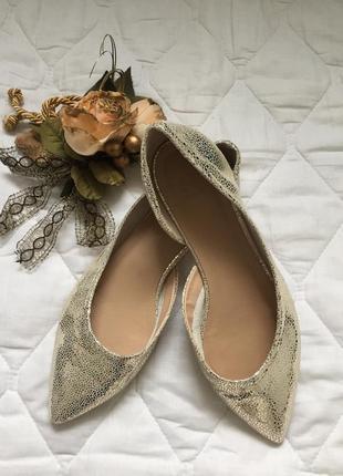 Туфли лодочки без каблука из натуральной кожи золотого цвета 38 р